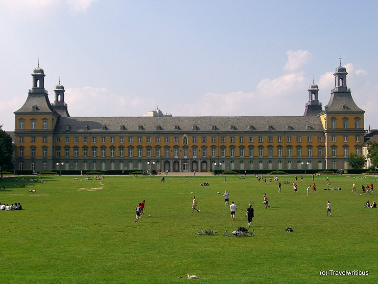 Fußballwiese vor dem Kurfürstlichen Schloss