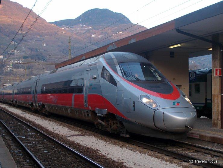 Ein Frecciargento im Bahnhof von Bozen