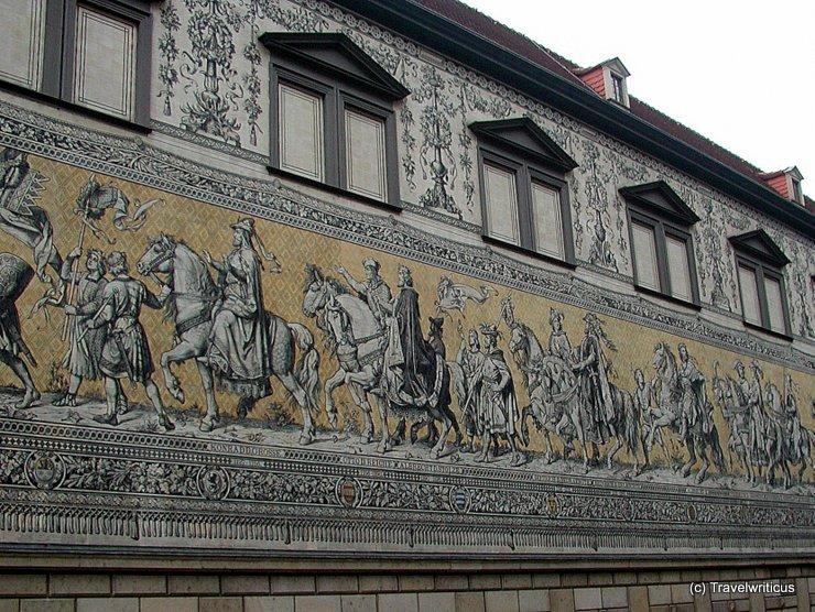 Blick auf den Fürstenzug in der Augustusstraße
