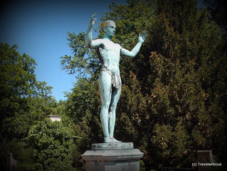 """Skulptur """"Sonnenanbeter"""" auf Schloss Eckberg in Dresden"""