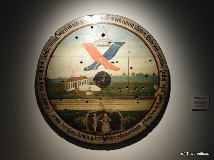 Schießscheibe mit dem Zunftzeichen der Strumpfwirker im Stadtmuseum Erlangen