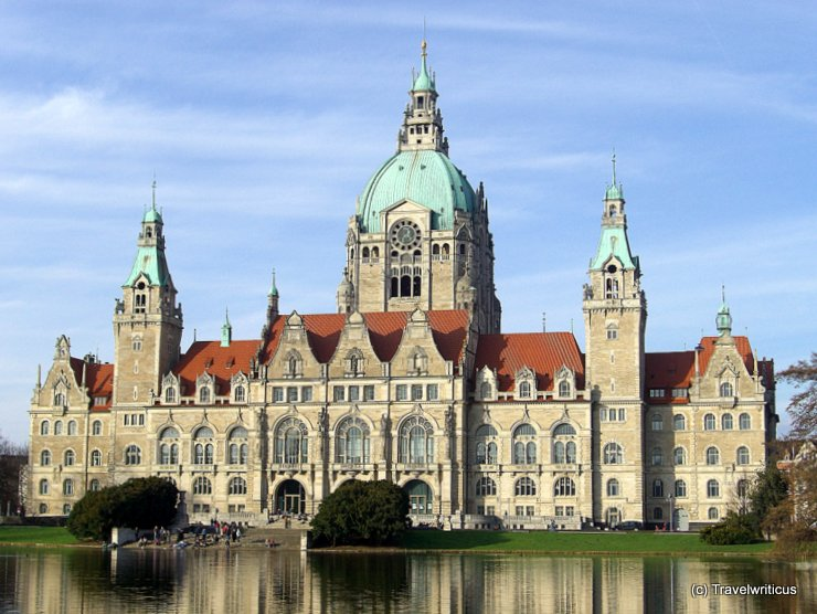 Blick vom Maschsee auf das Neue Rathaus in Hannover