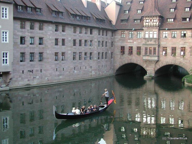 Venezianische Gondel auf der Pegnitz in Nürnberg, Deutschland