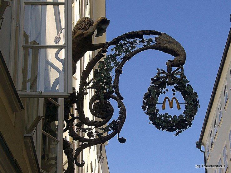 Zunftzeichen in der Getreidegasse von Salzburg