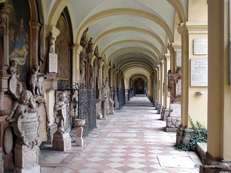 Gruftarkaden am Sebastiansfriedhof in Salzburg, Österreich
