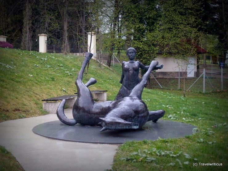 Pferdeskulptur vor dem Schloss Trebnik in Slovenske Konjice