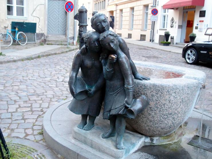 Der Mägdebrunnen in Stralsund, Deutschland