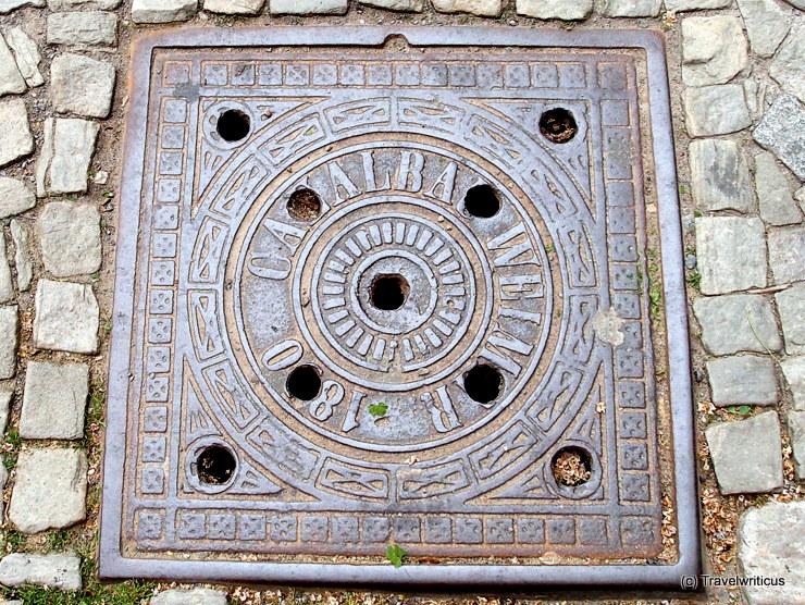 Kanaldeckel mit Aufschrift Canalbau in Weimar
